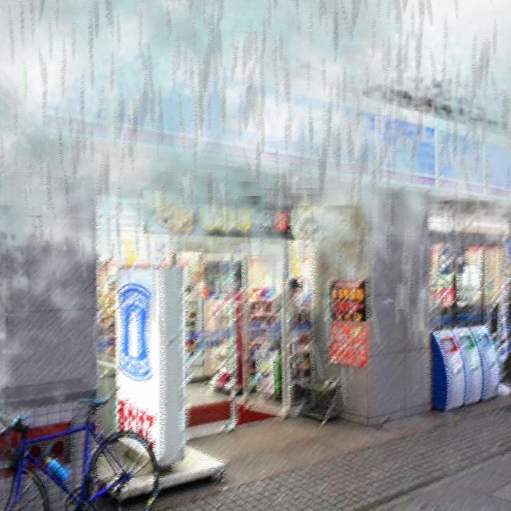 Un Conbini lawson dans la rue sous la pluie